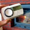 Detektor ugljičnog monoksida Fireangel CO-09 u ruci