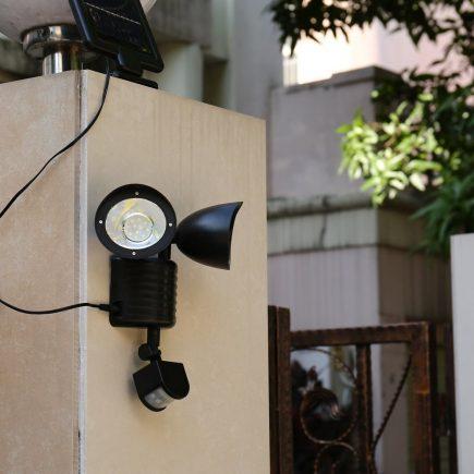 LED solarni reflektor sa senzorom pokreta primjer